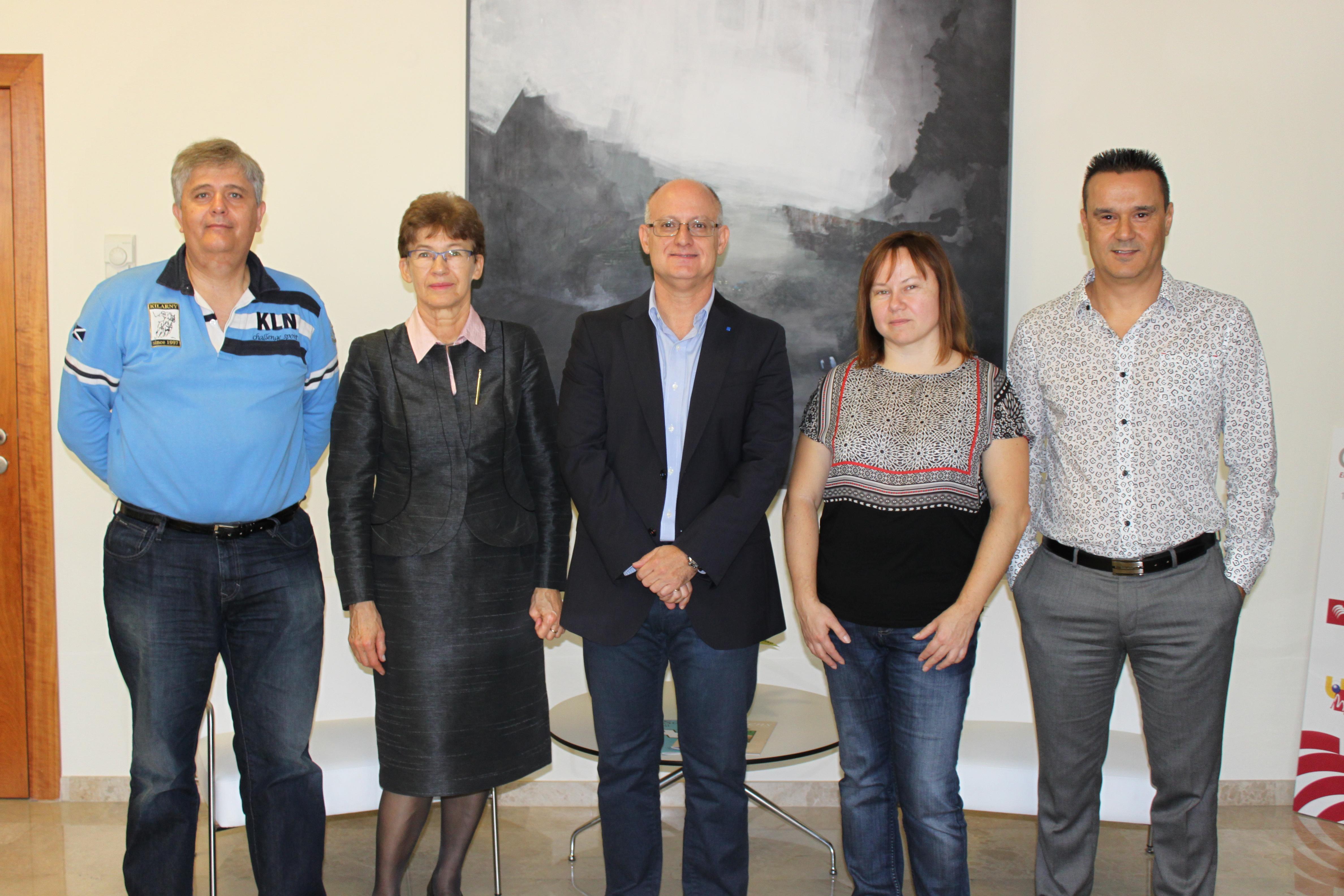 Miembros de la delegación de la Universidad Tecnológica de Kaunas (Lituania) se reúnen con el Vicerrector de Relaciones Internacionales de la UMH