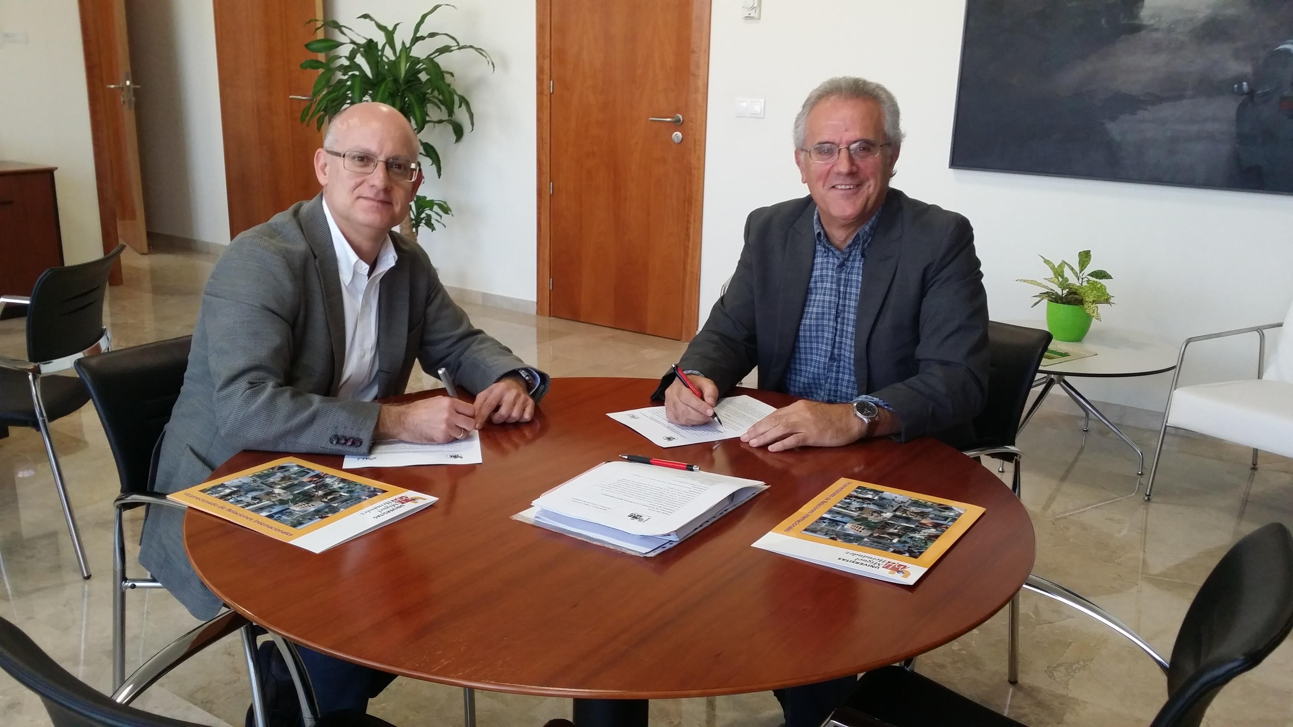 Vicente Micol, vicerrector de Relaciones Internacionales, con Armando Miguélez, director del Academic Language Institute de Alicante