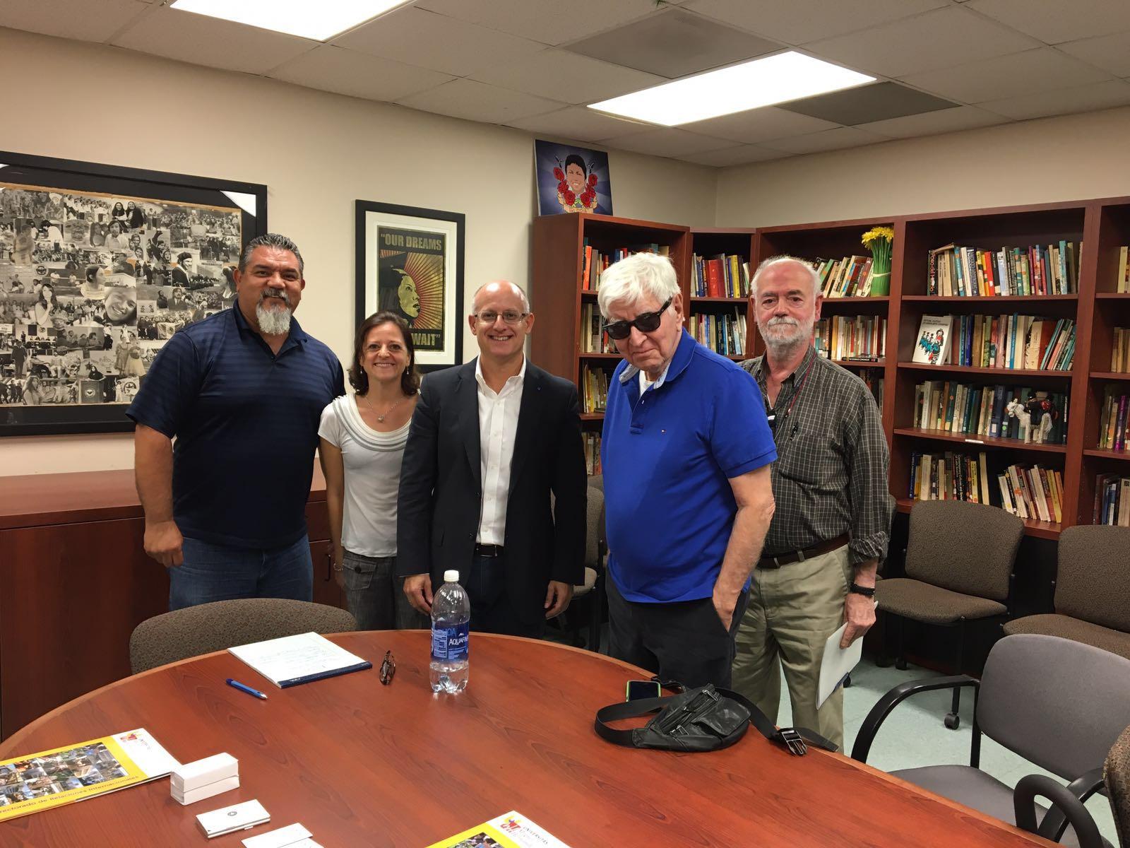 Vicente Micol se reúne con el director del Departamento de Estudios Chicanos (CSUN), Gabriel Gutiérrez, y con los profesores Ana Sánchez y Rodolfo Acuña