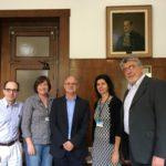 Micol junto al decano de la Facultad de Salud Pública de la Universidad de Sao Paulo (el de la derecha, Prof. Victor Wünsch Filho) y otros miembros del equipo de dirección de la Facultad.